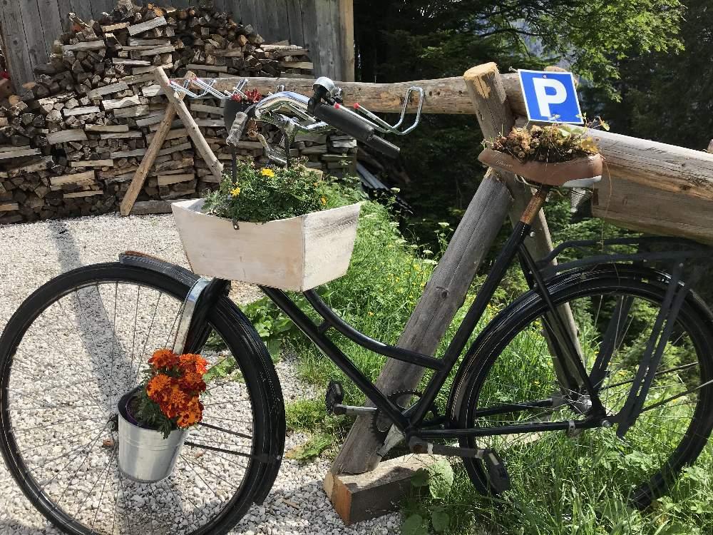 Mountainbike Urlaub in Tirol - MTB Parkplatz auf der Wettersteinhütte